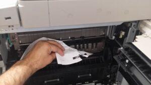 Cómo evitar atascos de papel en una impresora multifunción Canon