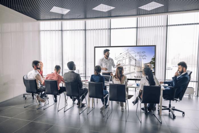 Pantalla interactiva Newline NAOS IP sala de reuniones
