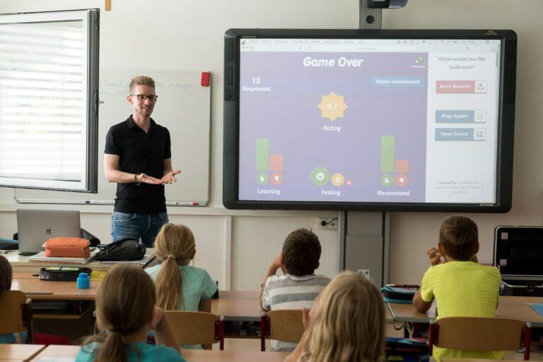 Las pantallas interactivas en educación